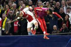 Ajax gasak Dortmund empat gol tanpa balas